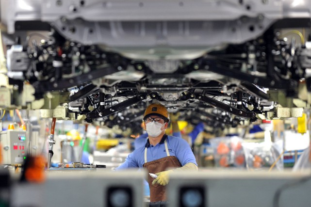 Japon: la production industrielle baisse de 1% en Novembre